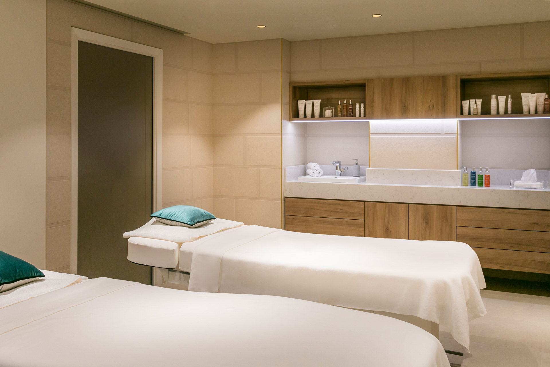 Maison Albar Hotels Le Pont-Neuf Spa Pont-Neuf by Cinq Mondes massage cabin for two